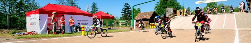 Poste de secours en opération pour une compétition de BMX à Lumbres